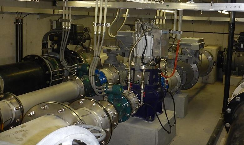 淡路調整池マイクロ水力発電所の発電機のようす