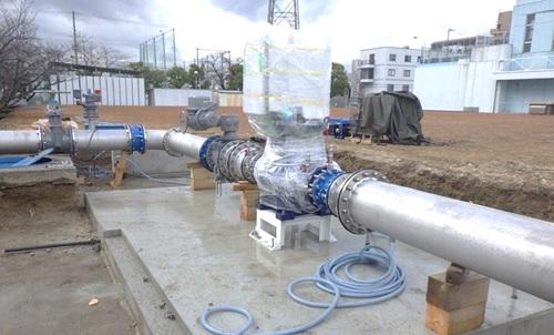 水走配水場マイクロ水力発電所 発電機取付のようす(2)