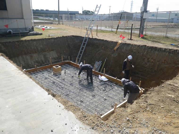 豊田市高岡配水場マイクロ水力発電所の基礎工事中