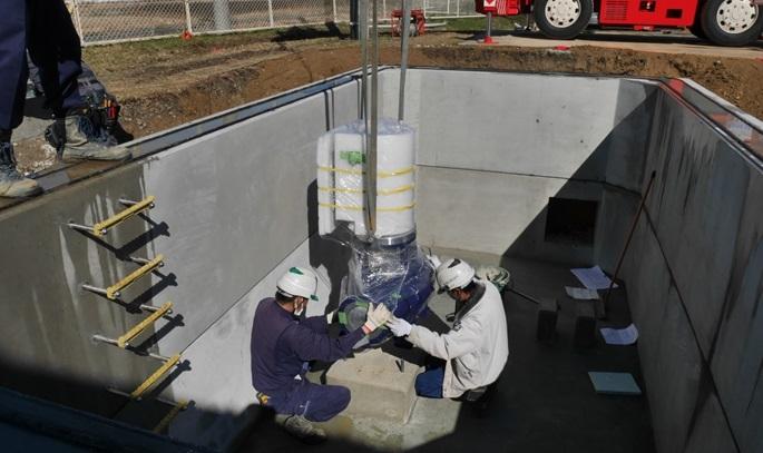豊田市高岡配水場マイクロ水力発電所の発電機設置