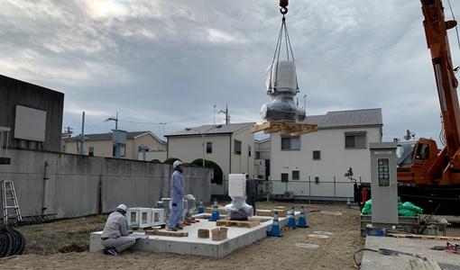 楠根配水場でのマイクロ水力発電機の搬入