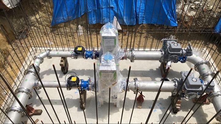 豊中市野畑配水場マイクロ水力発電所での発電機据付